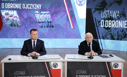 Wicepremier Jarosław Kaczyński oraz minister obrony narodowej Mariusz Błaszczak podczas konferencji