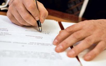 Wiadomość o fakcie i skutkach sprzedaży firmy trzeba każdemu pracownikowi dać na piśmie