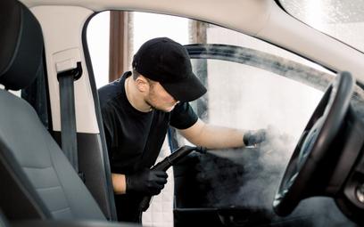 Odkażanie samochodów służbowych – czy jest obowiązkowe?