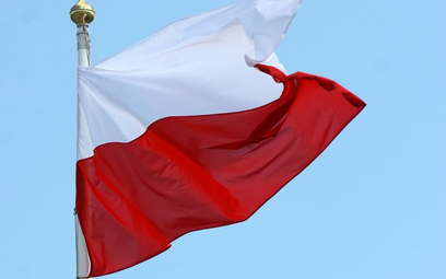 Kancelaria Premiera kupuje flagi po tweecie Morawieckiego