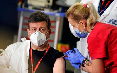 Początek szczepień przeciw COVID-19 w szpitalu MSWiA w Warszawie, 27 grudnia 2020 r.