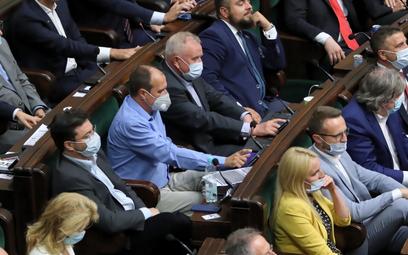 Reasumpcja głosowania w Sejmie. Kukiz pomógł PiS-owi. Opozycja: Kupieni w dwie godziny