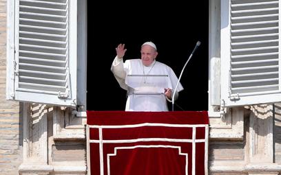 Franciszek w ślady Benedykta XVI. Nowa reguła?
