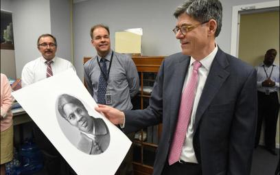 Sekretarz Skarbu administracji Baracka Obamy prezentuje wzór banknotu z portretem Harriet Tubman