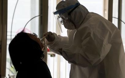 Epidemiolog: Koronawirus mógłby zagrozić 2/3 mieszkańców Ziemi