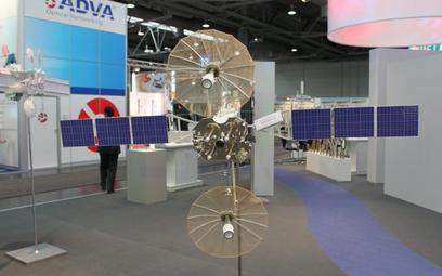 """Jedna z wcześniejszych wersji rosyjskiego sputnika """"Łucz"""" na wystawie Cebit-2011. Fot./Wikipedia/Bin"""