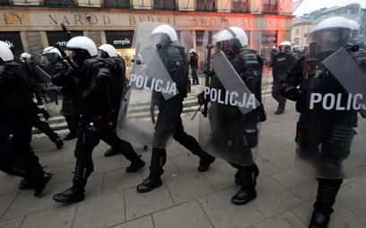 Marsz Niepodległości: 35 policjantów rannych, 3 w szpitalu