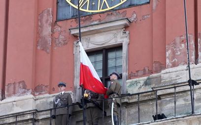 Pawłowicz: Zrzućmy się na otynkowanie wieży Zamku Królewskiego