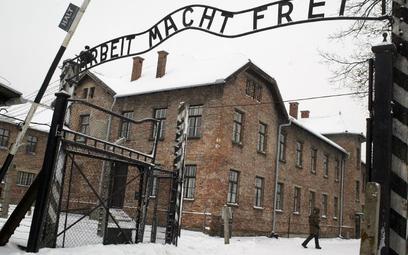Brama muzeum w Auschwitz-Birkenau