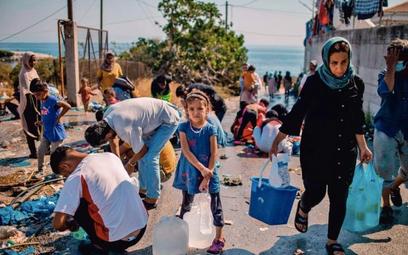 Tymczasowe życie na Lesbos. Kilkanaście dni temu spłonął tu największy w UE obóz dla imigrantów
