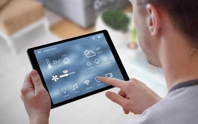 Dzięki systemom smart możemy sterować funkcjami naszego mieszkania