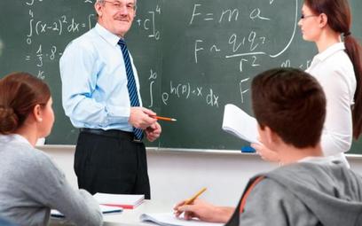 Najwyższy stopień awansu zawodowego polski nauczyciel uzyskuje po dziewięciu latach pracy