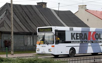 Kierowca zapłaci za przyciśnięcie pasażera w drzwiach autobusu