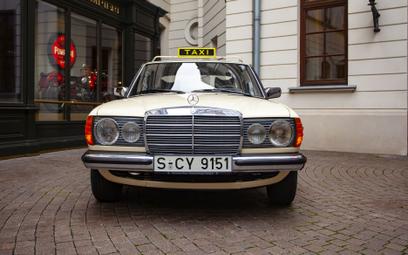 Klasyki motoryzacji na Placu Bankowym: Mercedes-Benz W123