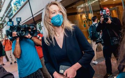 Przed sądem w San Jose Elizabeth Holmes odpowiada z wolnej stopy. Pierwszy dzień procesu, 31 sierpni