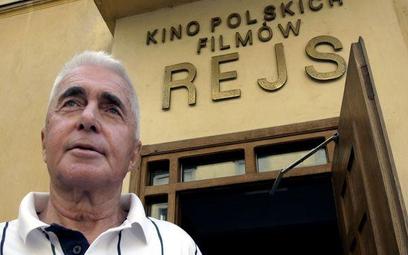 """Agora SA ma przeprosić Marka Piwowskiego i zapłacić mu 75 tys. zł za wykorzystanie filmu """"Rejs"""" do r"""