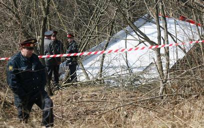 Szczątki prezydenckiego tupolewa w lesie pod Smoleńskiem