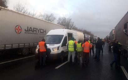 Kierowcy zablokowani w Wielkiej Brytanii: testy zrobione, ale kiedy odjazd nie wiadomo