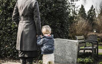 Rodziny zmarłych często nie wiedzą o tym, że ich bliscy mieli konta w bankach lub polisy ubezpieczen