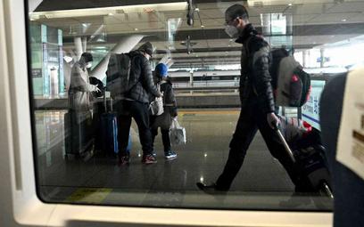 Epidemiolodzy z Chin: Wirus unosi się w powietrzu 30 minut