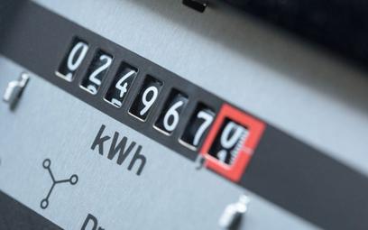 Sondaż: Ponad połowa Polaków spodziewa się podwyżki cen prądu