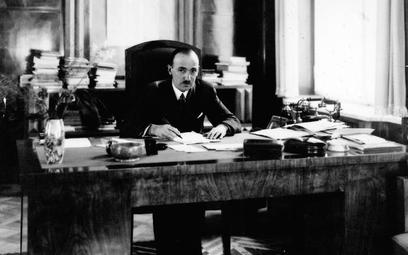 Wacław Jędrzejewicz (na zdjęciu), typ mentora, występował w roli rozjemcy. Władysław Pobóg-Malinowsk
