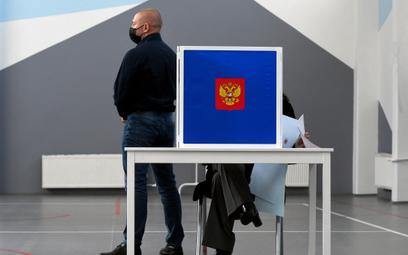 Jedna Rosja przed komunistami. Sondażowe wyniki wyborów w Rosji