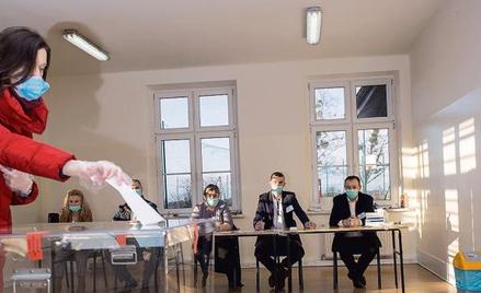 Ustawa o głosowaniu korespondencyjnym przerzuca odpowiedzialność na władze wojewódzkie
