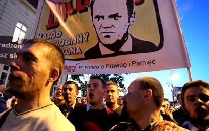 """Oprócz wspomnianego postawienia premiera Tuska przed Trybunałem Stanu, """"Solidarni 2010"""" chcą utworze"""