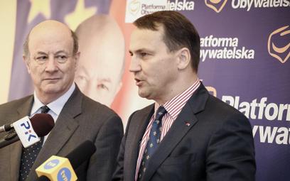 Były minister finansów Jacek Rostowski i szef MSZ Radosław Sikorski podczas kampanii wyborczej kandy