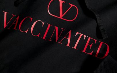 Bluza Valentino kosztuje ok. 2800 złotych.