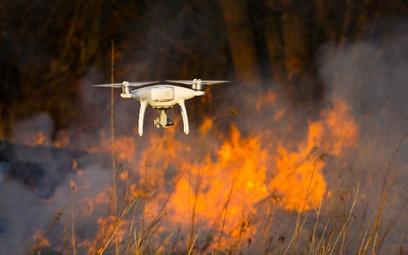 Drony pomogły gasić pożary nad Biebrzą. Nowatorska technologia