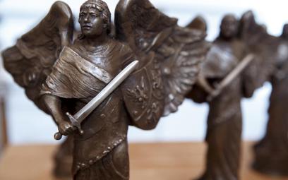 "Statuetki nagrody ""Semper Fidelis""."