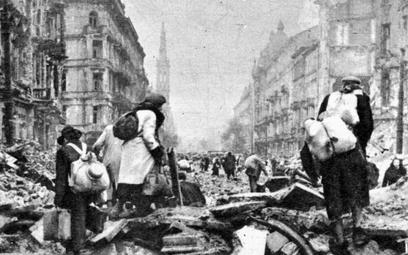 Ludność cywilna opuszcza stolicę po upadku powstania warszawskiego