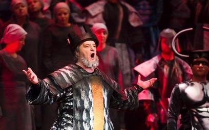 Andrij Shkurhan (Nabucco) w gdańskim spektaklu.