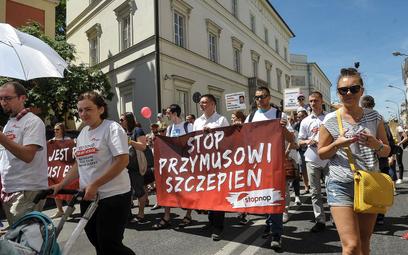 Protest przeciwko przymusowym szczepieniom