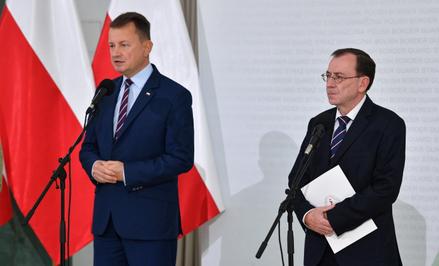Mariusz Błaszczak i Mariusz Kamiński są przekonani, że stan wyjątkowy należy przedłużyć