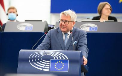 """PE. Czarnecki zwrócił część pieniędzy za kilometrówki. """"Wziąłem to na klatę"""""""
