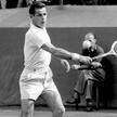 Rok 1956. Władysław Skonecki podczas meczu Polska – Austria na kortach warszawskiej Legii. To był je