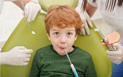 Szkolny gabinet stomatologiczny bez faworyzowania