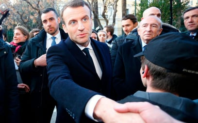 Emmanuel Macron daje sobie kilka tygodni na przedstawienie założeń reformy islamu