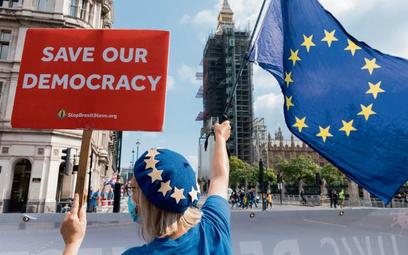 Po brexicie w Wielkiej Brytanii na obsadzenie czeka rekordowe ponad 900 tys. miejsc pracy. Brakuje n