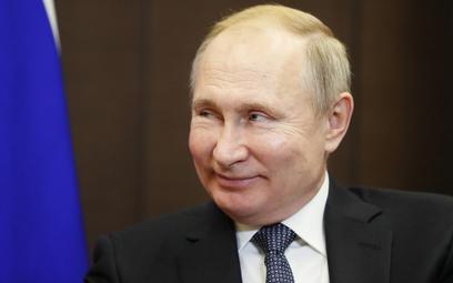 Putin zmniejsza cła na ropę i paliwa