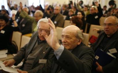 Zebrania miały zostać zastąpione walnymi zgromadzenia zwoływanymi w częściach, w których uczestniczą