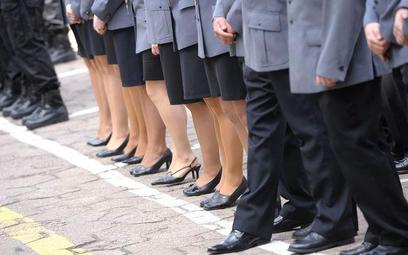 Jak policja przeciwdziała przemocy i naruszeniom praw policjantek