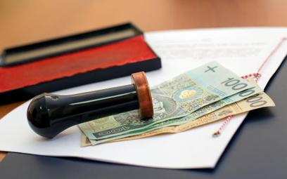 Notariusz nie może żądać wydania z akt sprawy uwierzytelnionych odpisów