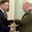 Generał Jarosław Mika (na zdjęciu z prezydentem Andrzejem Dudą) zwrócił na siebie uwagę operacją prz