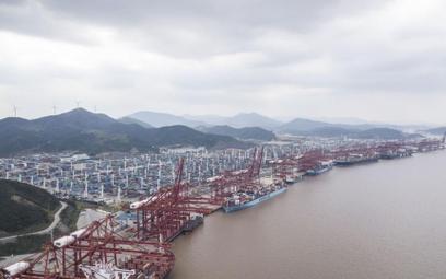 Chiny zamykają ogromny port z powodu Covid-19