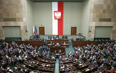 Opozycja krytykuje, ale Sejm dalej pracuje nad likwidacją OFE