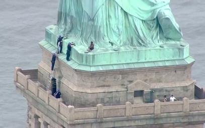 W ramach protestu wspięła się na Statuę Wolności